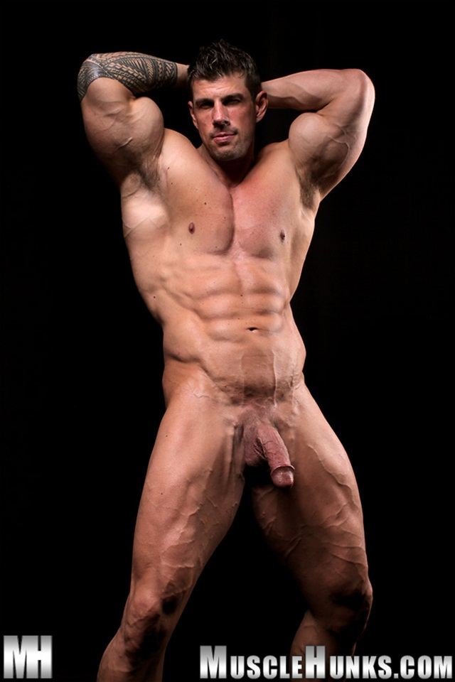 Free Gay Muscle Hunks 23