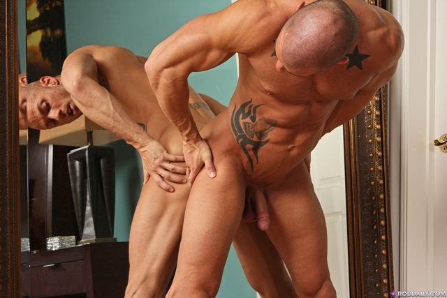 Stroking cock with Rod Daily 07 Ripped Muscle Bodybuilder Strips Naked and Strokes His Big Hard Cock torrent photo1 - Stroking cock with Rod Daily