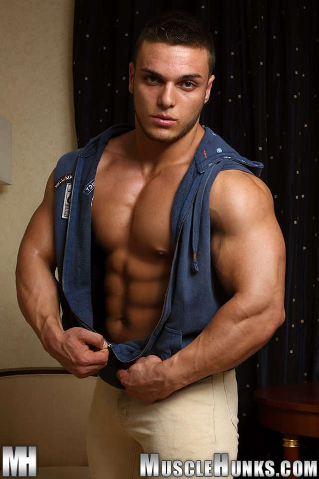 Naked muscle bodybuilder Kevin Conrad Muscle Hunks 02 photo - Naked muscle bodybuilder Kevin Conrad at Muscle Hunks