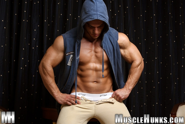 Naked muscle bodybuilder Kevin Conrad Muscle Hunks 04 photo - Naked muscle bodybuilder Kevin Conrad at Muscle Hunks
