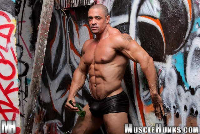 Nude gay bodybuilder Eddie Camacho 03gay porn pics photo - Nude gay bodybuilder Eddie Camacho stripped and gorgeous - he's back at Muscle Hunks