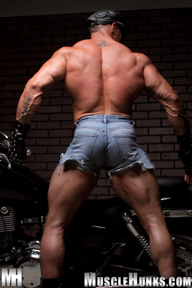 Nude gay bodybuilder Eddie Camacho 06gay porn pics photo - Nude gay bodybuilder Eddie Camacho stripped and gorgeous - he's back at Muscle Hunks