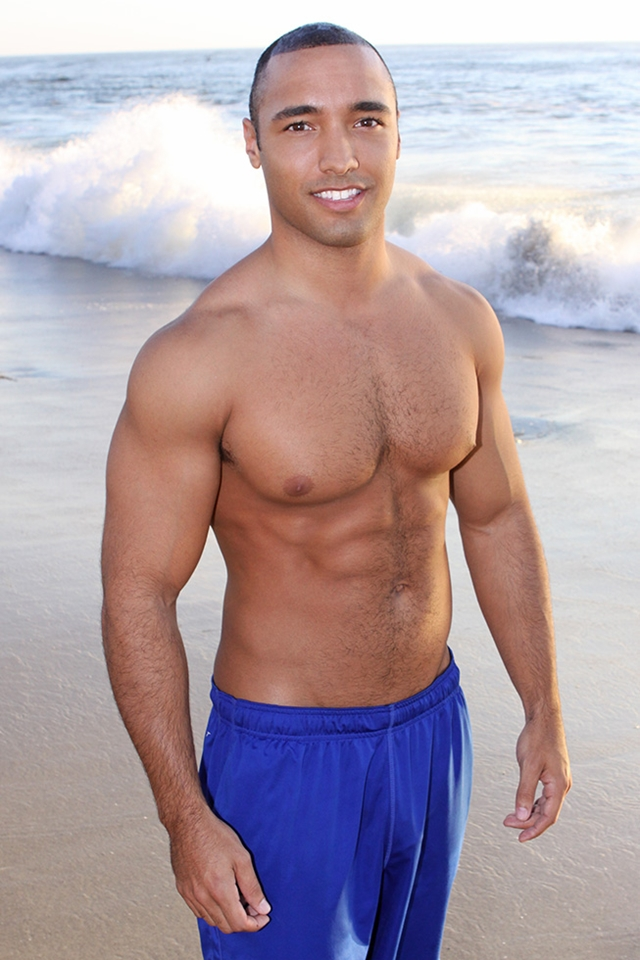 Black muscle straight guy Pete at Sean Cody