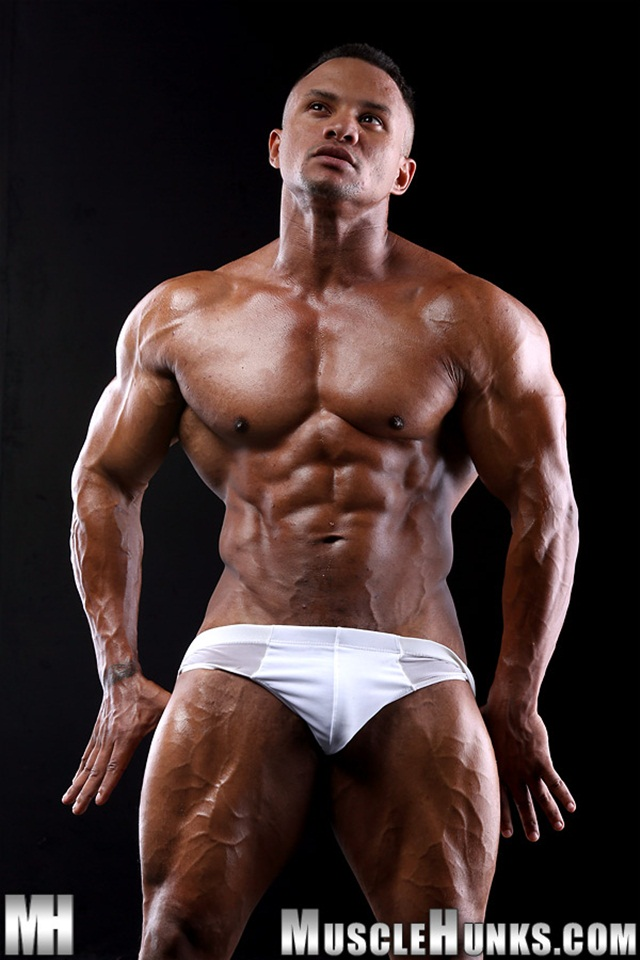 Black Muscle Stud Devon Ford Shows Off His Rippling Abs -4227
