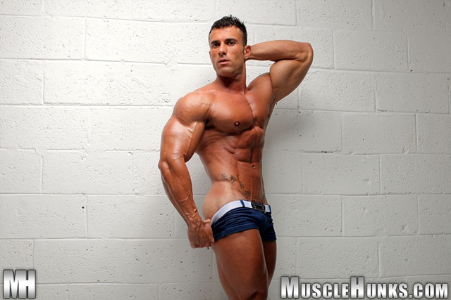Muscle Hunks: Gianluigi Volti extra long dick, quite a cum load!