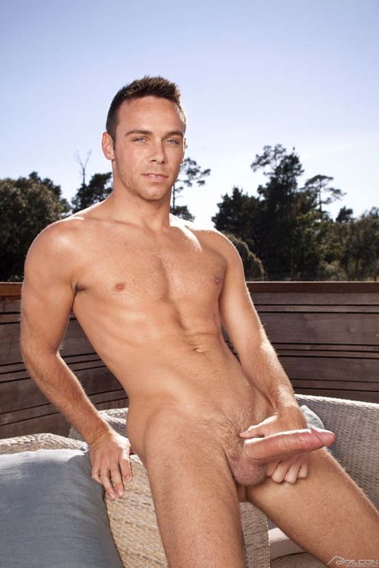 Sexy dark Lucas Vitello sucks naked hunk Rylan Shaw
