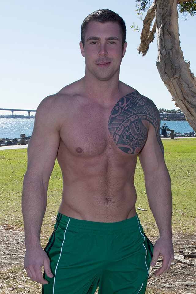 Tattooed muscle hunk Bran