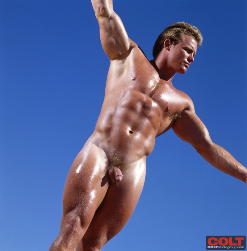 Muscle naked man blonde