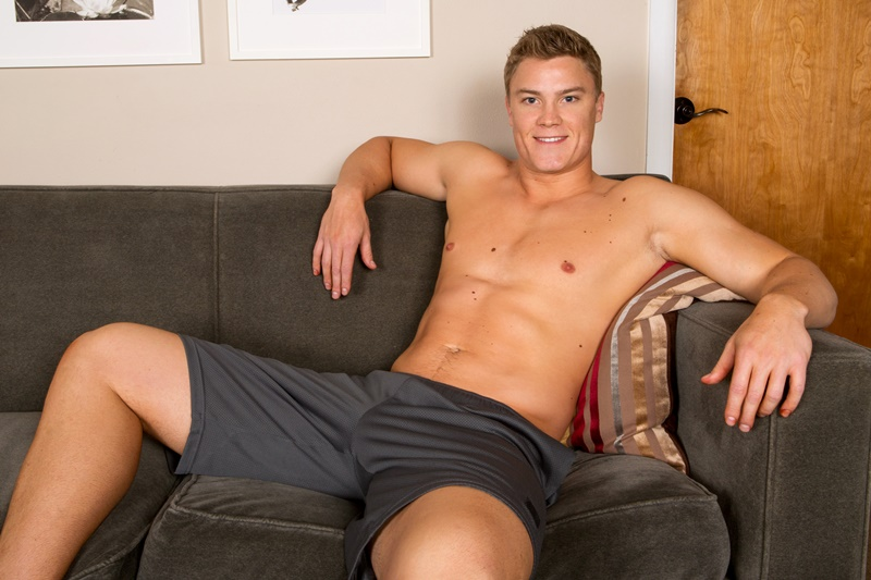 SeanCody-Wilson-big-muscle-naked-guy-beefy-teddy-bear-shy-boy-tanned-ripped-muscle-body-huge-thick-dick-jerking-cumshot-smooth-ass-cheeks-asshole-001-gay-porn-sex-gallery-pics-video-photo