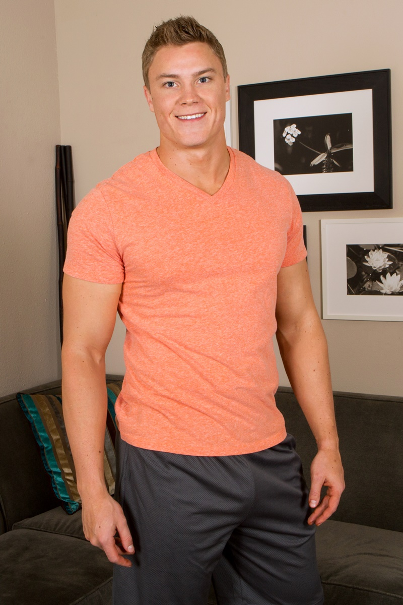 SeanCody-Wilson-big-muscle-naked-guy-beefy-teddy-bear-shy-boy-tanned-ripped-muscle-body-huge-thick-dick-jerking-cumshot-smooth-ass-cheeks-asshole-003-gay-porn-sex-gallery-pics-video-photo