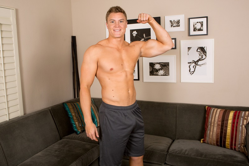SeanCody-Wilson-big-muscle-naked-guy-beefy-teddy-bear-shy-boy-tanned-ripped-muscle-body-huge-thick-dick-jerking-cumshot-smooth-ass-cheeks-asshole-004-gay-porn-sex-gallery-pics-video-photo
