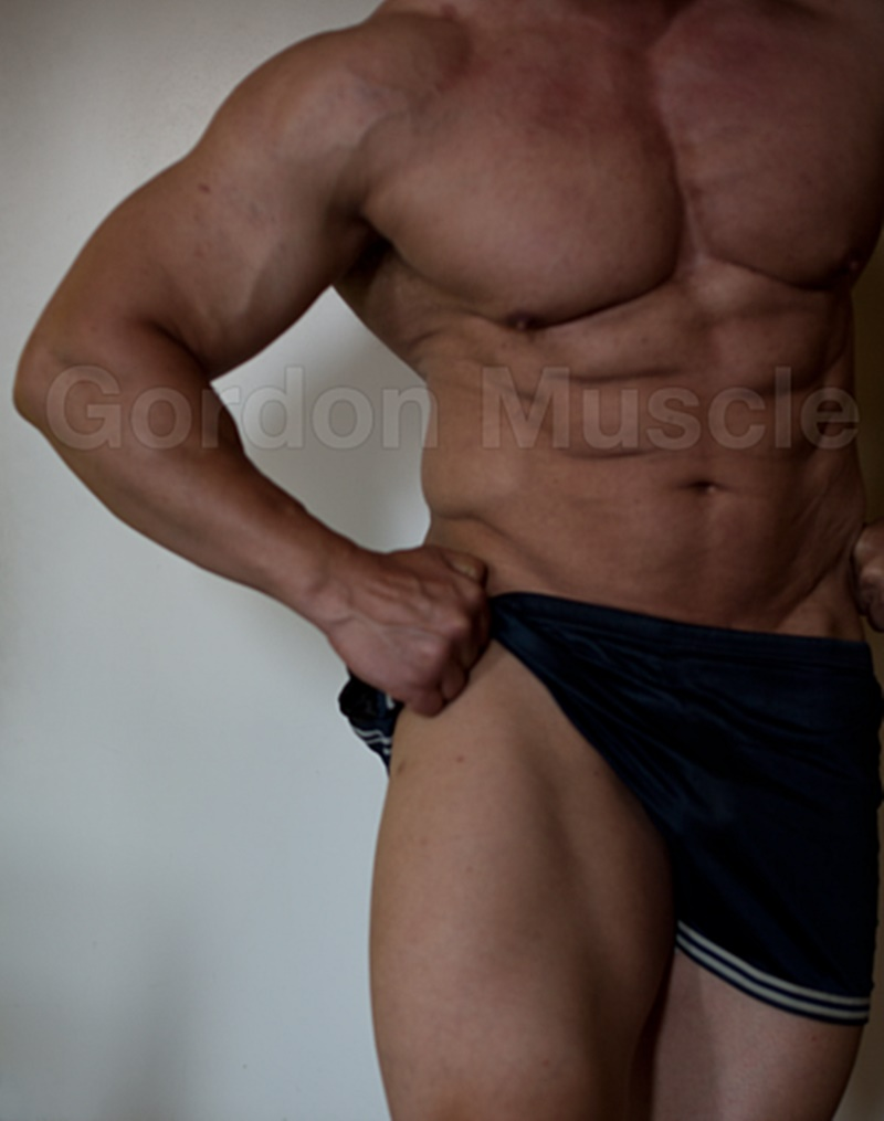 JockMenLive nude big muscle hunks Gordon Muscle jerking sweating posing pouch huge dick crotch bulge cumshot flexin muscled 005 gay porn sex gallery pics video photo - Jock Men Live Gordon Muscle masturbating and flexing his big muscle body