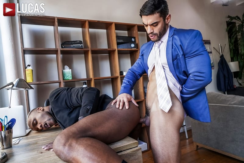 Total-power-top-Andre-Donovan-bottoms-Arad-Winwin-huge-muscle-cock-LucasEntertainment-014-Gay-Porn-Pics