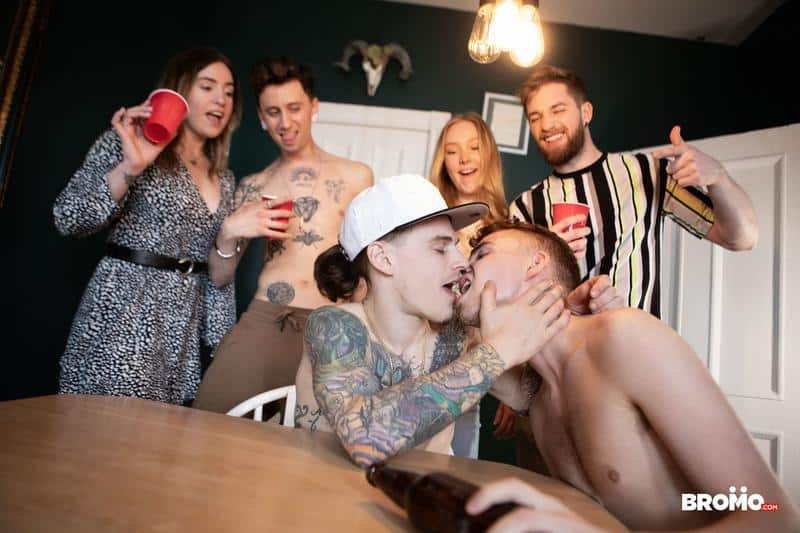 Hottie young stud Ryan Jacobs tight asshole raw fucked tattooed punk Sunny D huge uncut dick 11 gay porn pics - Hottie young stud Ryan Jacobs's tight asshole raw fucked by tattooed punk Sunny D's huge uncut dick