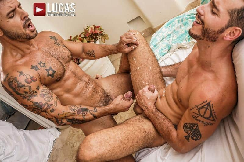 Hairy muscle hunk Rudy Gram smooth ripped muscled stud Ricky Hard flip flop bareback ass fucking 29 gay porn pics - Hairy muscle hunk Rudy Gram and smooth ripped muscled stud Ricky Hard flip flop bareback ass fucking